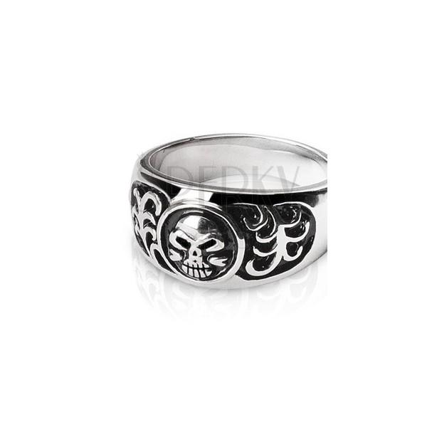 Ring aus Edelstahl - Totenkopf und Ornamente