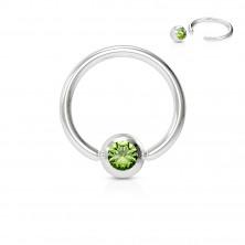 Piercing aus Chirurgenstahl – Ring mit einem farbigen Kristall in einer runden Fassung