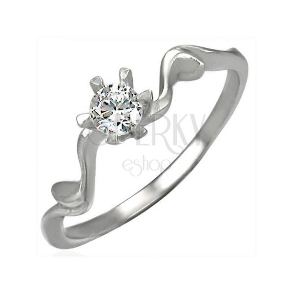 Verlobungsring mit wunderschöner dekorativer Ringschiene