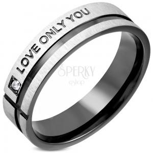Ring aus Chirurgenstahl mit Zirkonia, schwarzer Streifen und Aufschrift