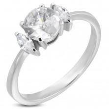 Verlobungsring mit rundem Zirkonia und zwei ovalen Schmucksteinen