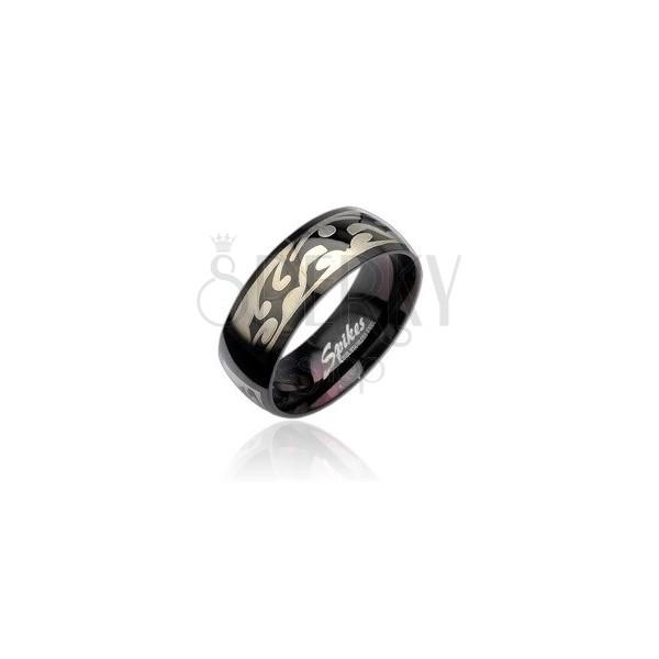 Schwarzer Stahlring mit Stammesmuster in silberner Farbe