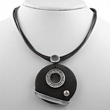Halskette mit rundem Holzanhänger und kleinem Zirkonia-Kreis