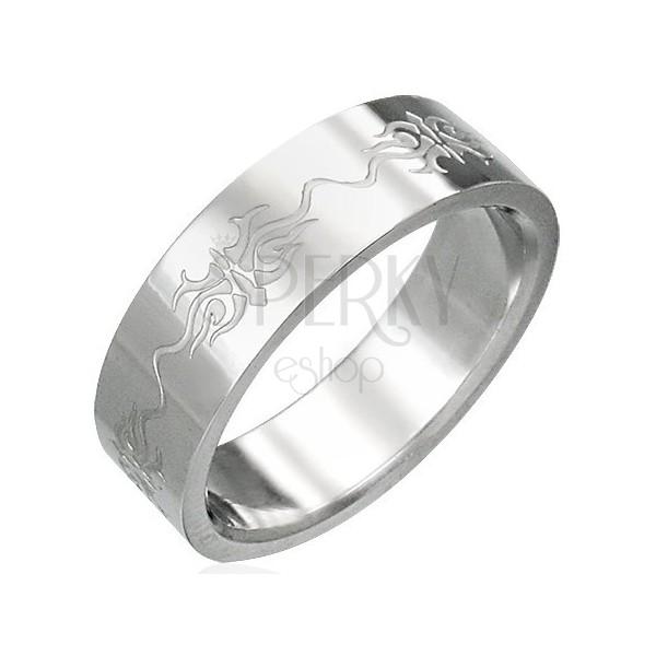 Ring aus Edelstahl mit eingravierten Ornamenten