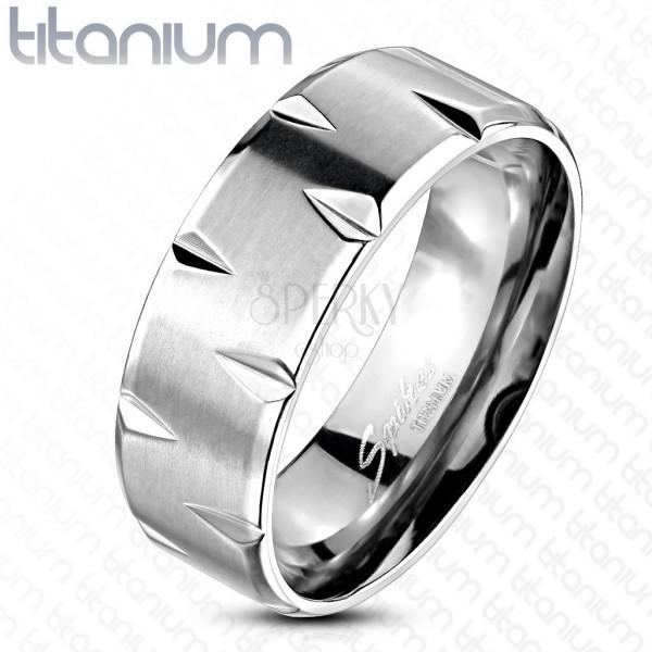 Ring aus Titan in Form von Autoreifen