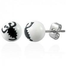 Ohrringe in Form von weißen Kugeln - schwarzer Skorpion