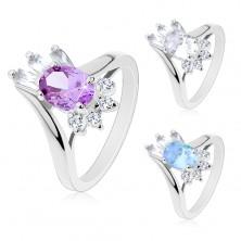 Glänzender Ring, großer ovaler Zirkonia, rechteckige und runde klare Schmucksteine