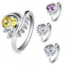 Silberfarbener Ring, farbiger ovaler Zirkonia, gedrehte Linien, klare Schmucksteine