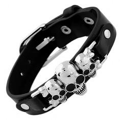 Schwarzes Kunstlederarmband, drei Schädel mit gekreuzten Knochen