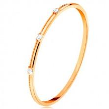 Ring in 9K Gelbgold - drei abgetrennte klare Zirkone, feine Rillen