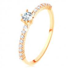 Ring aus 9K Gelbgold - klare Zirkonialinien, gehobener runder Zirkon