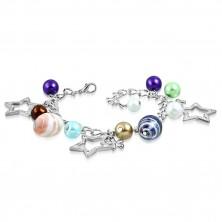 Armband - synthetische Perlen, zweifarbige Perlen, Stern- und Blumenkonturen