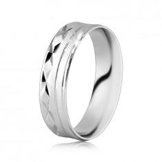Ring aus 925 Silber - Oberfläche mit schrägen Kerben, X-förmige Einschnitte, dünne Linien