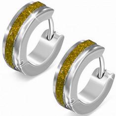 Stahlohrringe in silberner Farbe, glitzernder goldener Streifen